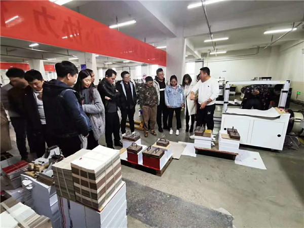天脉网络技术人员参观合作伙伴宁夏银报印务印刷的印刷生产线